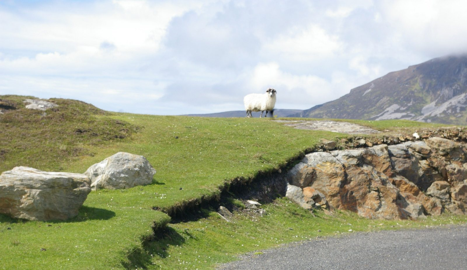 places to visit in Donegal Slieve League