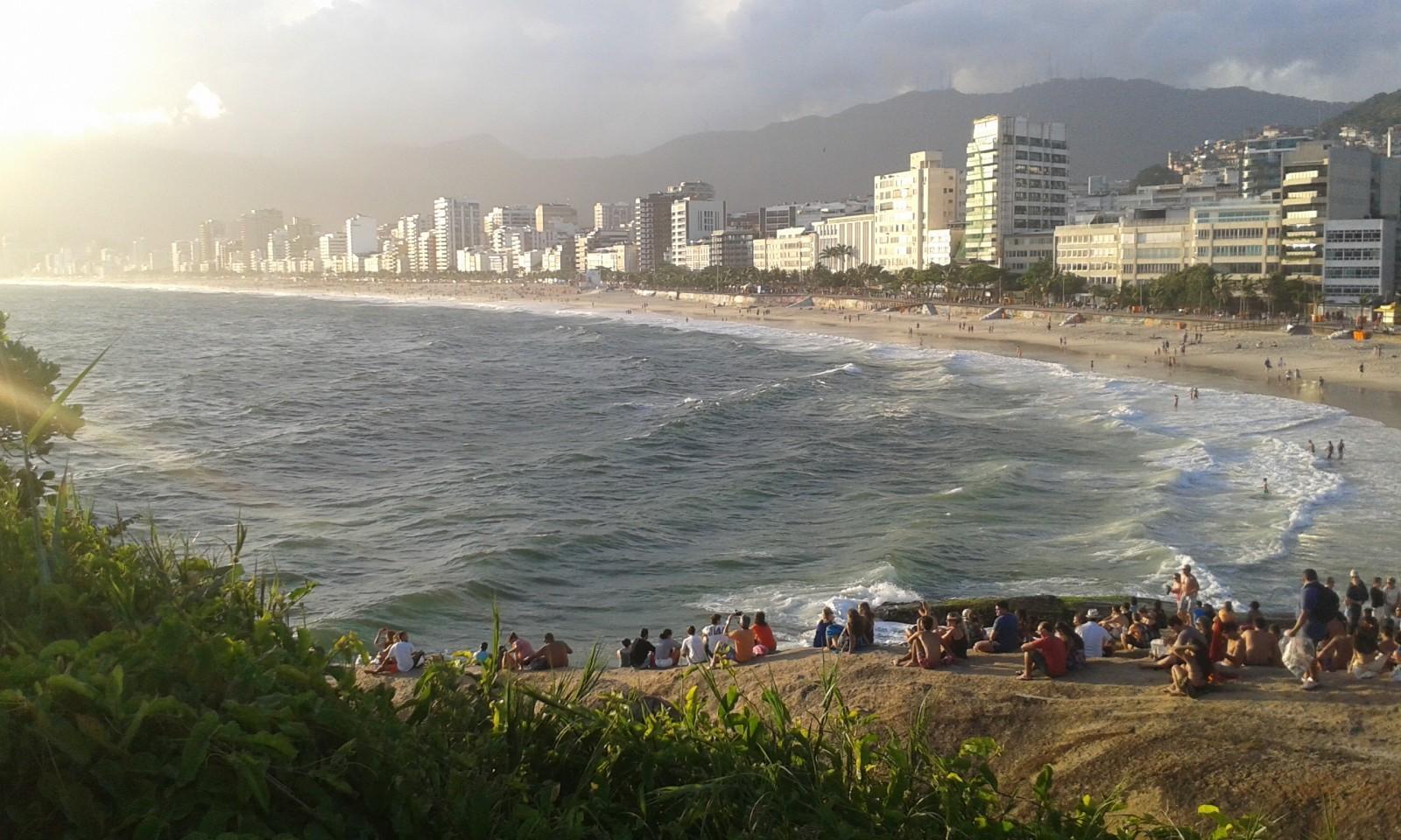 local things to do in Rio de Janeiro sunset Arpoador rock