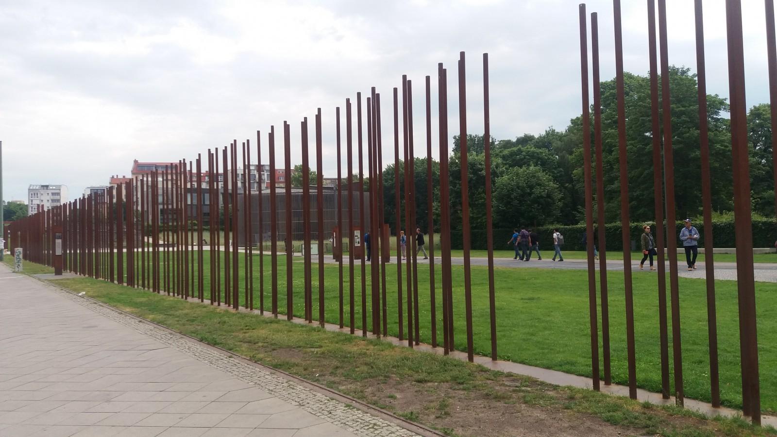 Cold War tour of Berlin Gedenkstätte Mauer