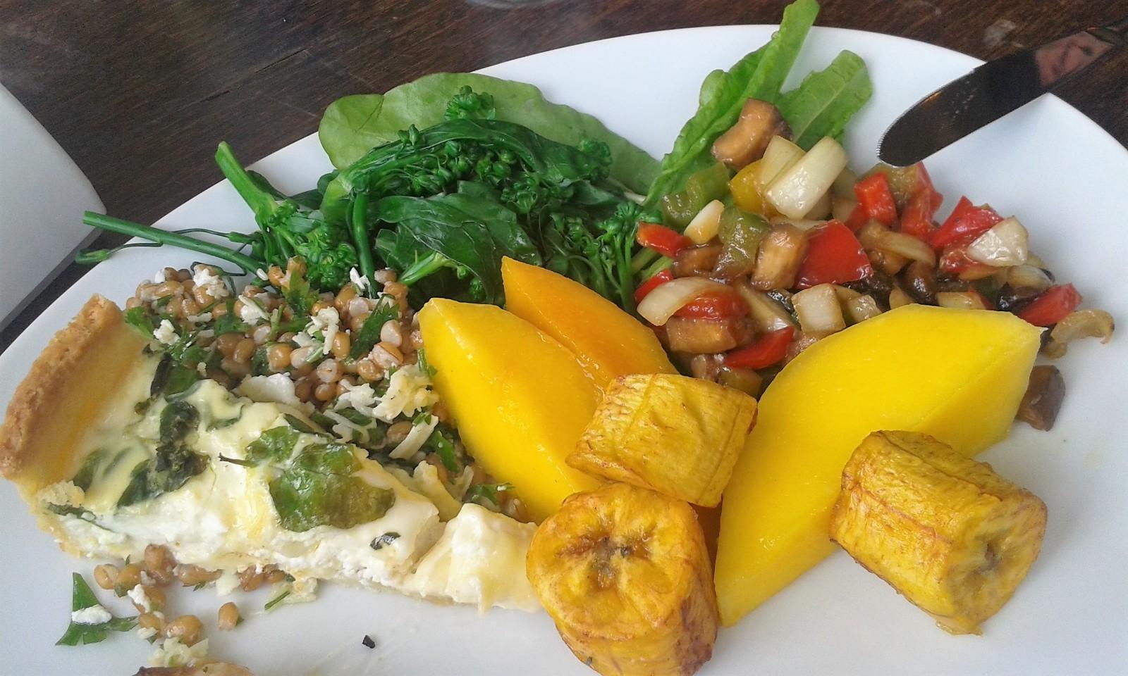 local things to do in Rio de Janeiro por kilo restaurant