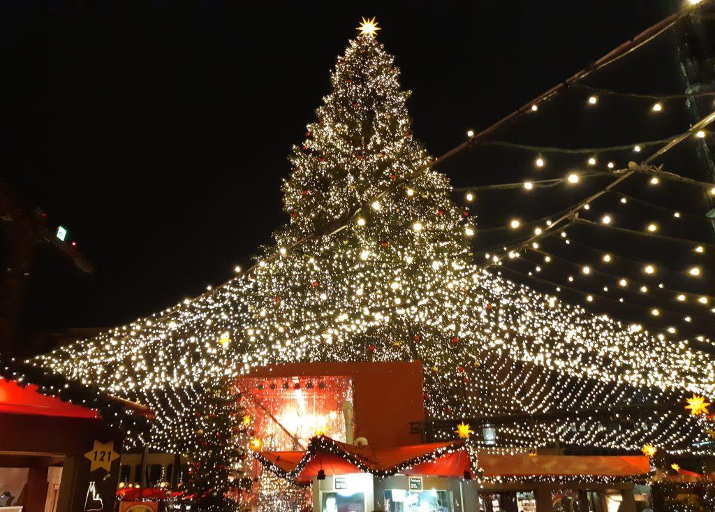 Am Kölner Dom Christmas market Cologne